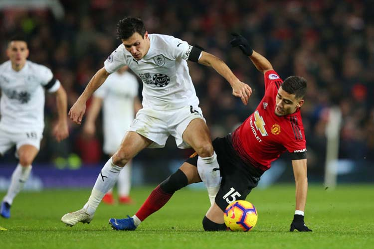 MANCHESTER, ENGLAND - JANUARY 29: Jack Cork of Burnley is tackled by Andreas Pereira of Manchester United during the Premier League match between Manchester United and Burnley at Old Trafford on January 29, 2019 in Manchester, United Kingdom. (Photo by Alex Livesey/Getty Images)